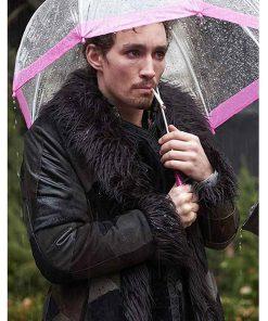 robert-sheehan-the-umbrella-academy-coat