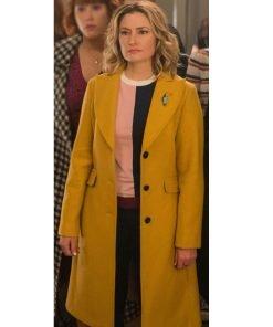 riverdale-season-04-lili-reinhart-yellow-coat