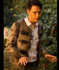 samuel-barnett-dirk-gentlys-holistic-detective-agency-season-02-jacket