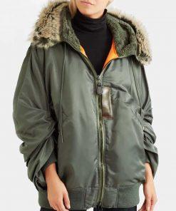 sara-yang-green-jacket